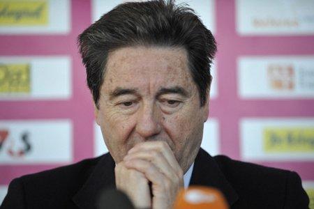 Le président de la fédération internationale de patinage... (Photo: AP)