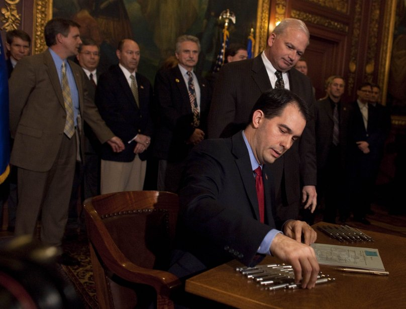 Le gouverneur du Wisconsin, Scott Walker, a réussi... (PHOTO: DARREN HAUCK, REUTERS)