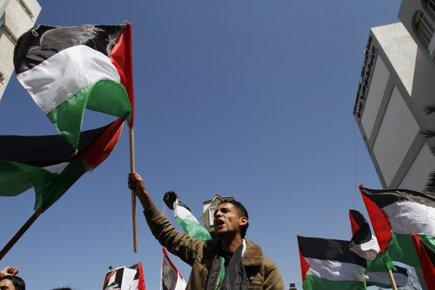 Au moins 3000 manifestants se sont retrouvés lundi... (Photo: AFP)