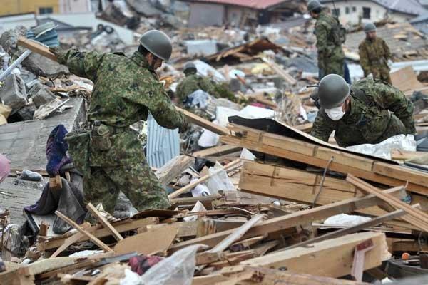 Pendant ce temps, les fouilles se poursuivent au... (Photo AFP)
