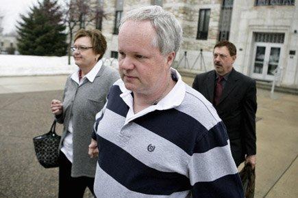 William Melchert-Dinkel à sa sortie de cour, en... (Photo: AP)