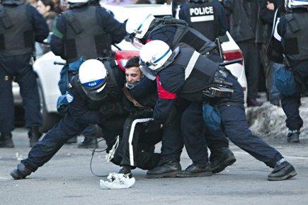 Quelques manifestants avaient lancé des balles de peinture... (Photo: Patrick Sanfaçon, La Presse)