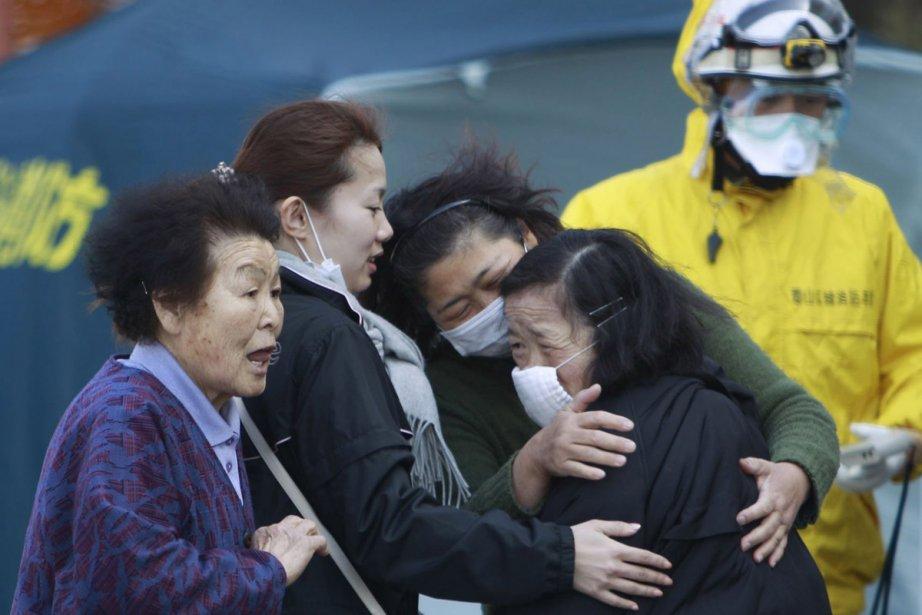 Des femmes éclatent en sanglots à leur arrivée... (Photo: AP)