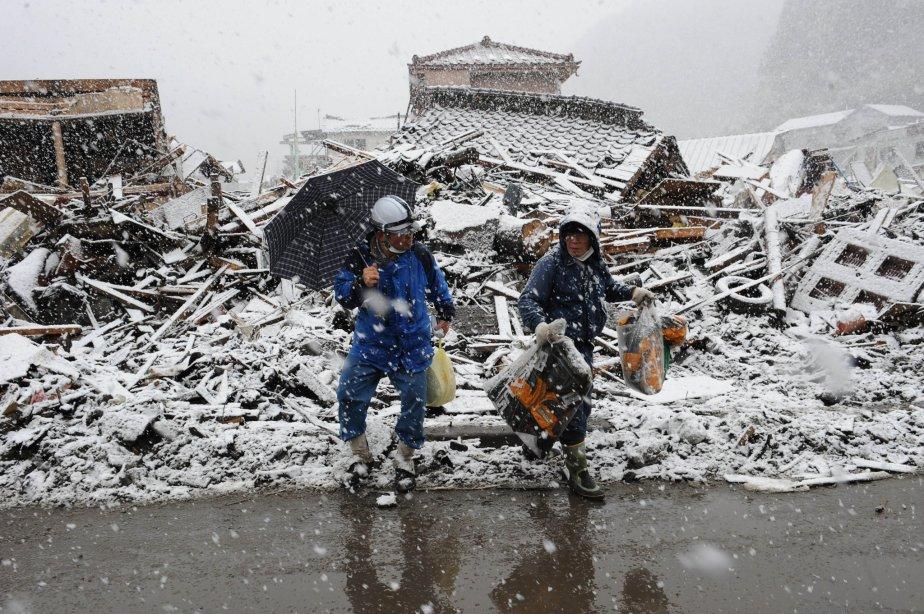 Les opérations de secours dans les régions du nord-est du japon