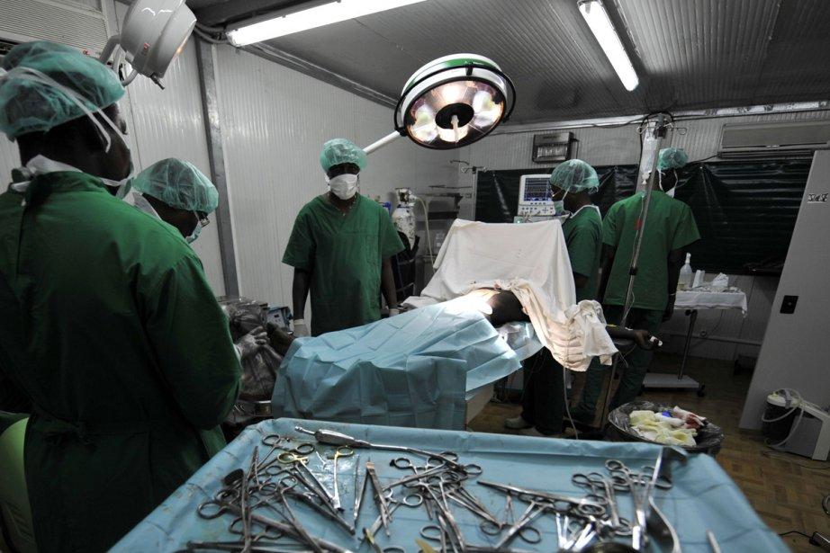 Les médecins d'une mission de l'ONU à Abidjan... (Photo: AFP)
