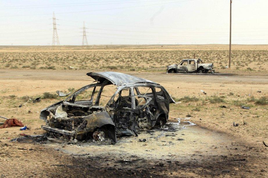 Le long des routes près de Benghazi, des... (Photo: AFP)