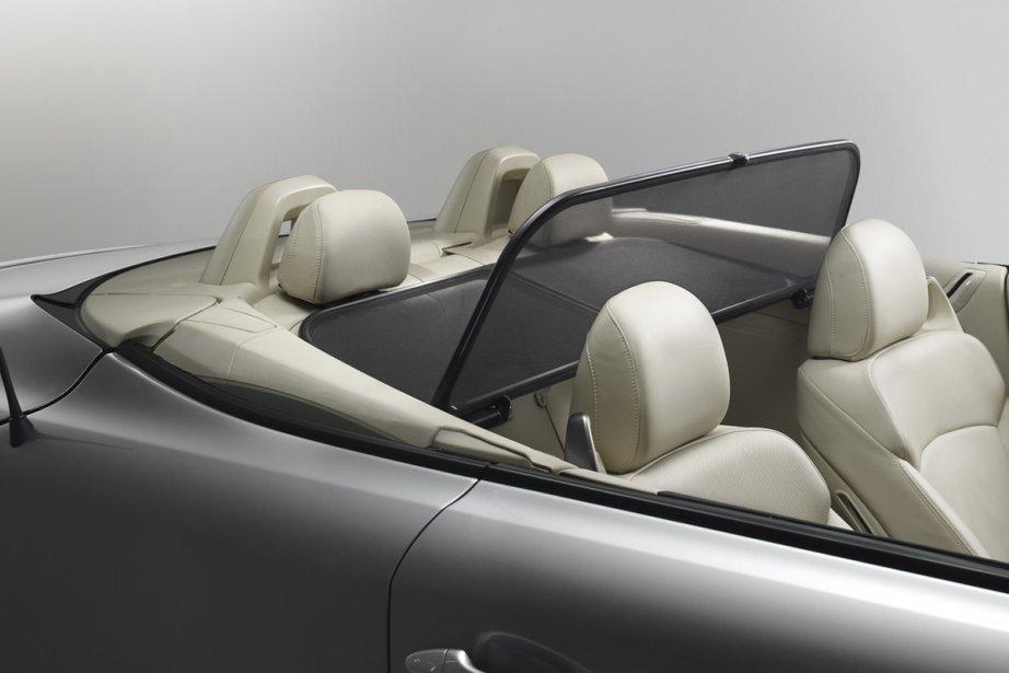 Le déflecteur d'air de la Lexus IS C.... (Photo fournie par Lexus)