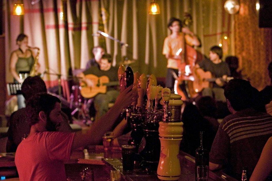 Le bar spectacle Le Divan Orange, il y... (Photo: David Boily, archives La Presse)