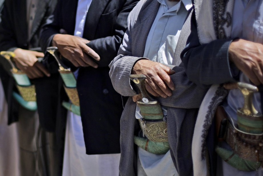 Des Yéménites prient en silence pour le départ... (Photo: AP)