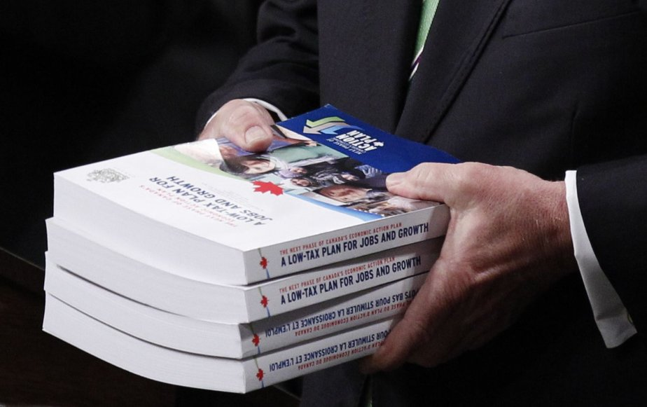Le ministre Jim Flaherty a déposé son budget... (PHOTO: CHRIS WATTIE, REUTERS)