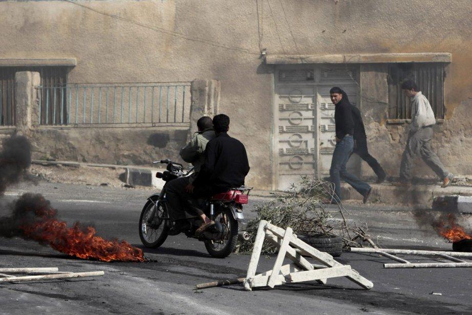 Les violences ont fait au moins 15 morts,... (Photo: AFP)