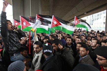 Des centaines de «jeunes du 24 mars», un... (Photo: Muhammad Hamed, Reuters)