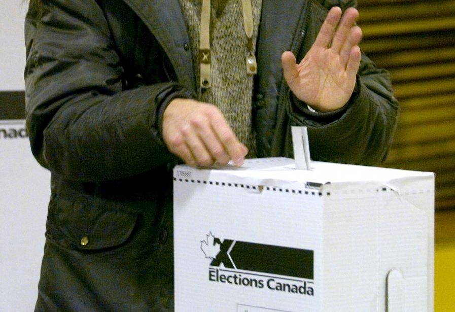 Le scrutin fédéral 2011 coûtera quelque 300 millions... (PHOTO: ALAIN ROBERGE, ARCHIVES LA PRESSE)