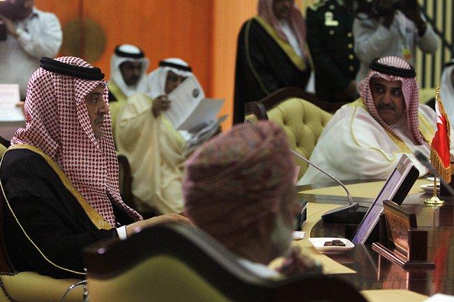 Les ministres des Affaires étrangères d'Arabie saoudite, de... (Photo: Reuters)