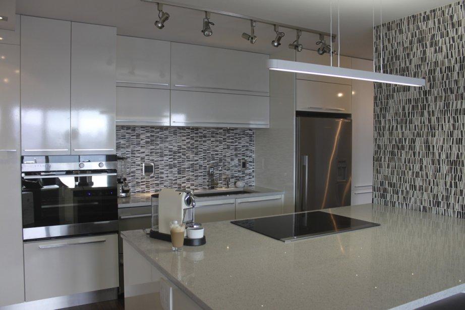 Une petite cuisine pour tout ranger marie france l ger design for Photo petite cuisine