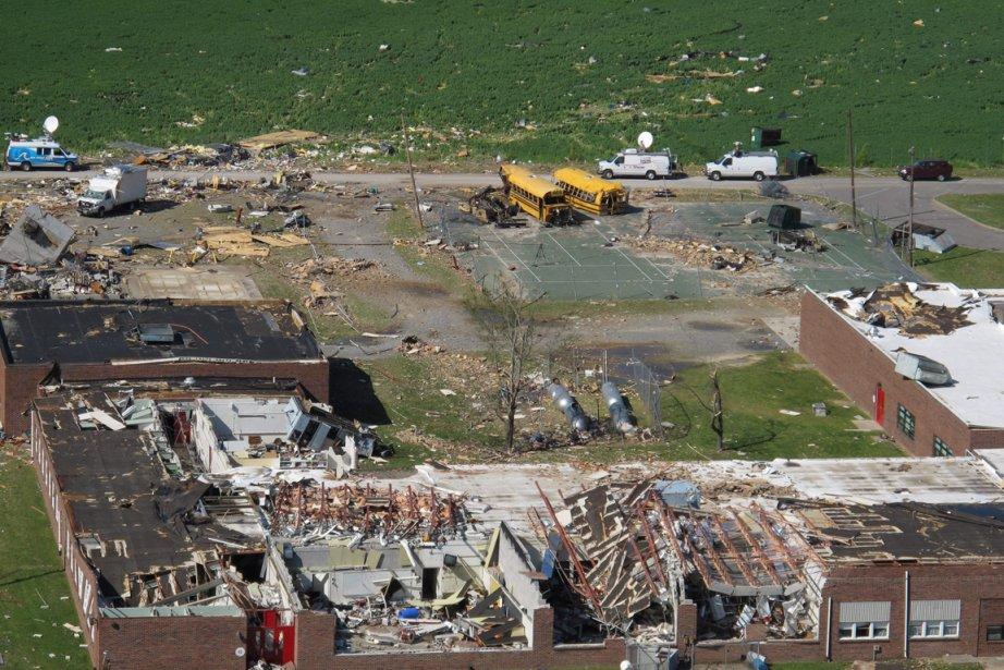 L'école secondaire Page, à Gloucester, en Virginie, a été rasée par la tornade. (Photo: AFP)