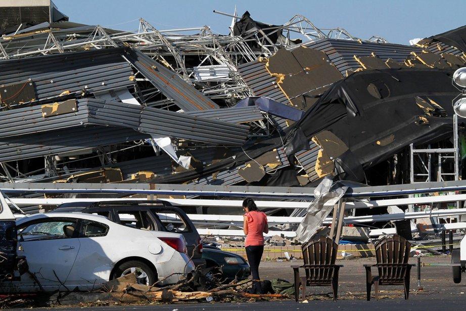Lors d'une tornade, les autorités américaines recommandent de trouver refuge dans des abris, les sous-sols d'habitations, de s'écarter des fenêtres et de ne pas rester dans sa voiture. Ci-dessus: un exemple des ravages causés à Sanford, en Caroline du Nord. (Photo: AP)