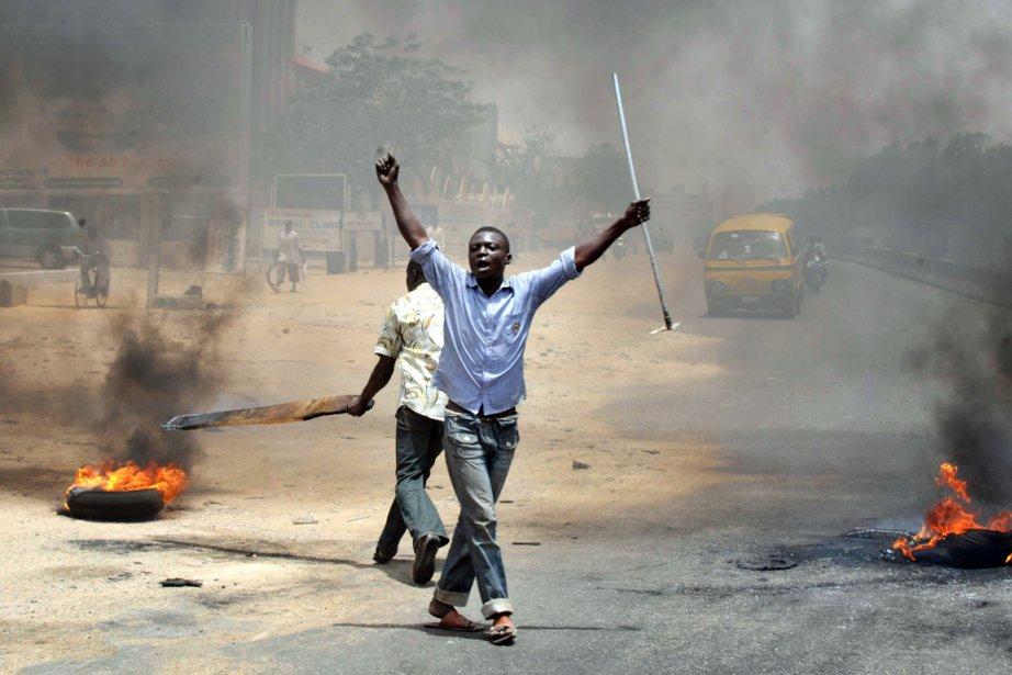 Des émeutes ont émaillé la victoire annoncée du... (Photo: AFP)