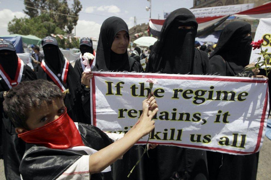 Des femmes ont manifesté à Sanaa, mardi, pour... (Photo: AFP)
