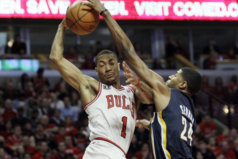Derrick Rose (à gauche) a inscrit 36 points... (Photo: AP)
