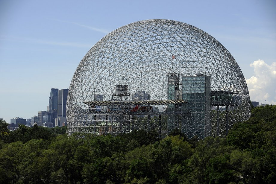 La  Biosphère, conçue par l'architecte américain Buckminster... (Photo: Bernard Brault, archives La Presse)