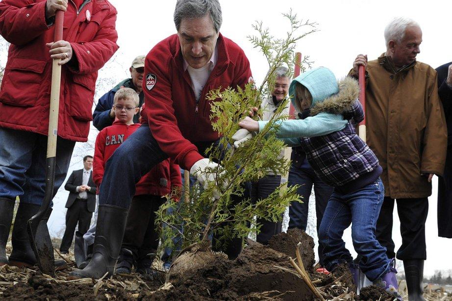 Après avoir planté des arbres dans un parc,... (Photo: Reuters)