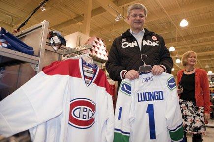 Stephen Harper, un passionné de hockey, croit que... (Photo: Reuters)