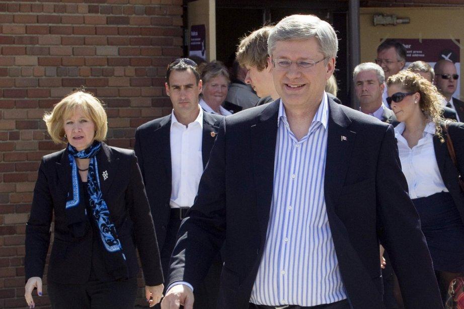 Stephen Harper a voté à Calgary, lundi matin.... (Photo: PC)