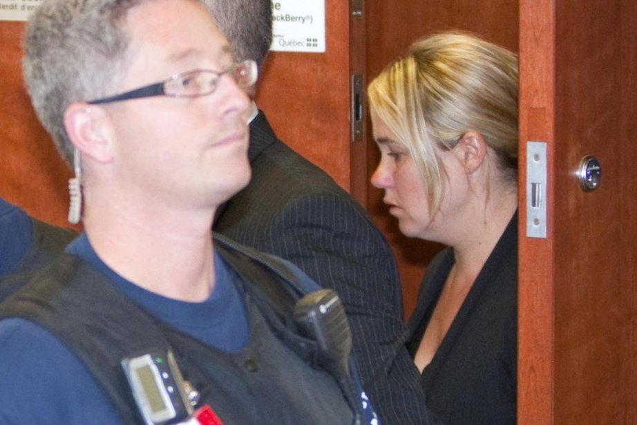 Isabelle Gaston était escortée par des policiers à... (Photo: Alain Roberge, La Presse)