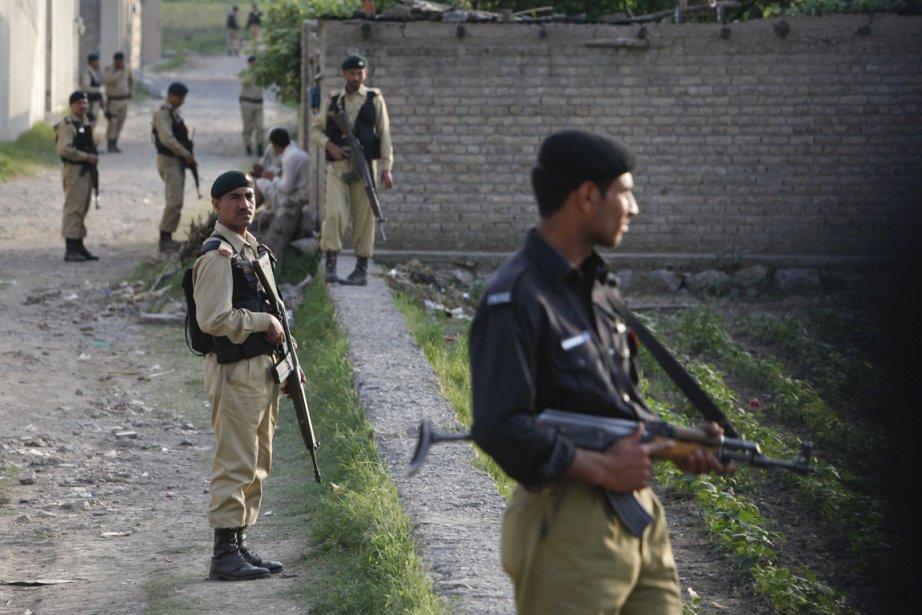 Des soldats de l'armée pakistanaise montent la garde... (Photo: Faisal Mahmood, Reuters)