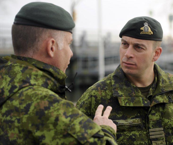 - 329045-lieutenant-colonel-simon-bernard-droite
