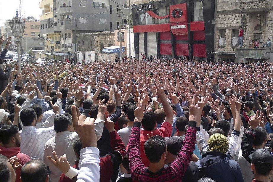 Des protestataires au régime syrien sont sortis dans... (Photo: Reuters)