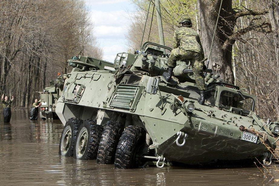 Dimanche midi, un véhicule tout-terrain de l'armée s'est... (Photo: Hugo-Sébastien Aubert, La Presse)