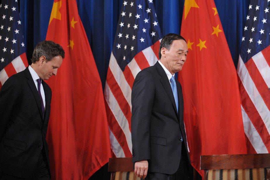 Le secrétaire au Trésor américain Timothy Geithner et... (Photo AFP)
