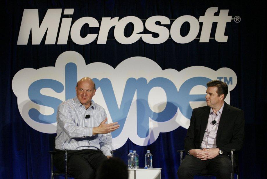 Le PDG de Microsoft, Steve Ballmer, et le... (Photo: AFP)