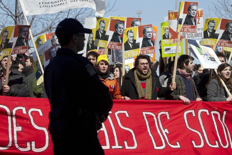 Une manifestation contre la hausse des frais de... (Photo: Robert Skinner, Archives La Presse)