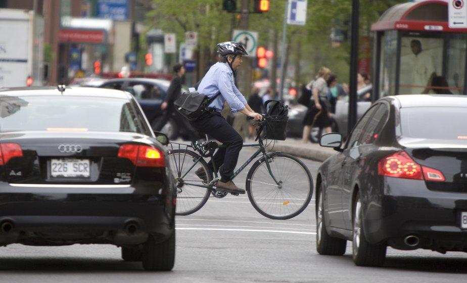 Des cyclistes de tous les âges empruntent les... (PHOTO: ANDRÉ PICHETTE, ARCHIVES LA PRESSE)