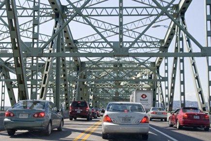 La moitié des six voies de circulation du pont... (Photo: David Boily, La Presse)