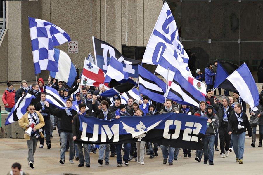 Les Ultras à leur arrivée au Stade Saputo... (Photo: Bernard Brault, La Presse)