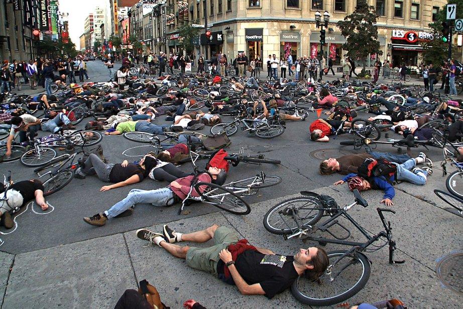En septembre dernier, des centaines de cyclistes ont... (Photo: David Boily, archives La Presse)
