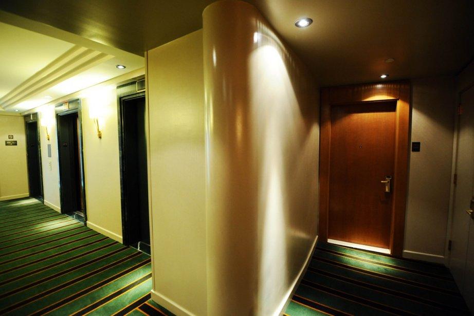 La porte de la chambre d'hôtel où séjournait... (Photo AFP)