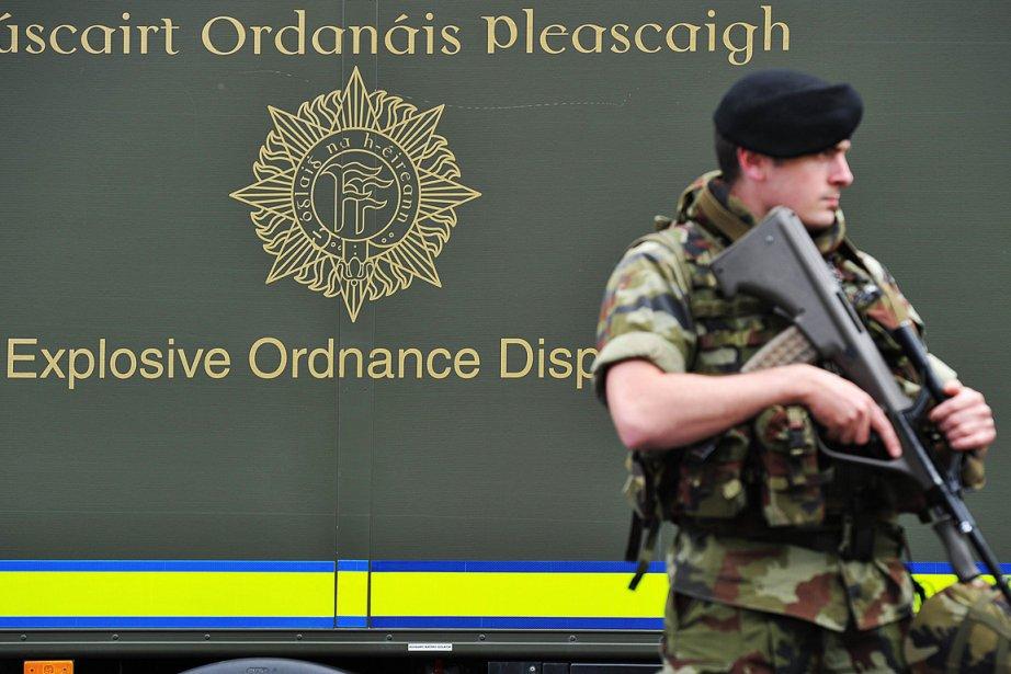 La bombe neutralisée par les artificiers irlandais était... (Photo: AFP)