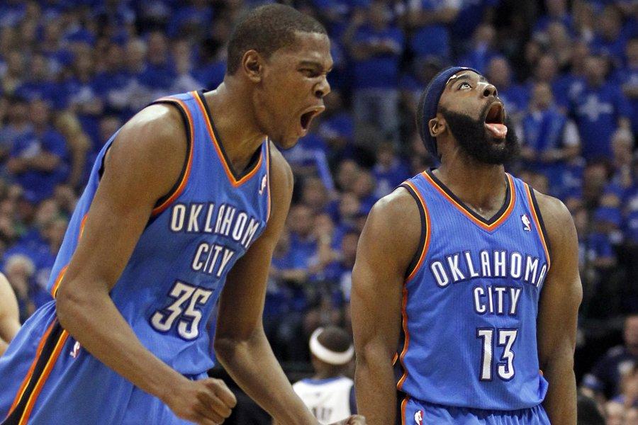 Kevin Durant (à gauche ) a inscrit 24... (Photo: Reuters)