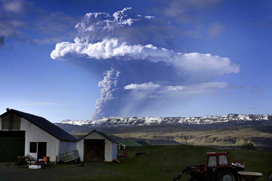Une vue aérienne du volcan islandais Eyjafjöll.... (Photo AFP)