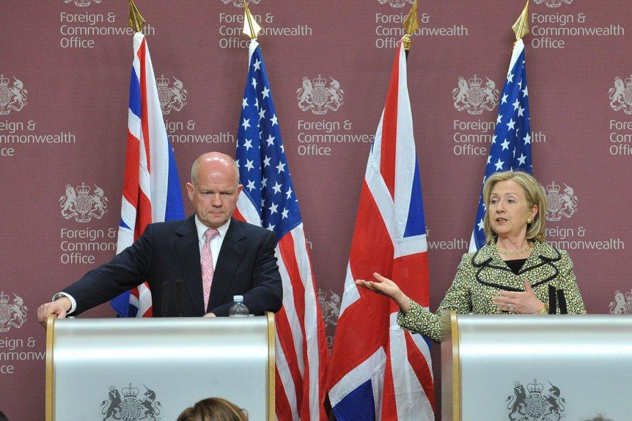 M. Hague comme Mme Clinton ont insisté sur... (Photo: AFP)