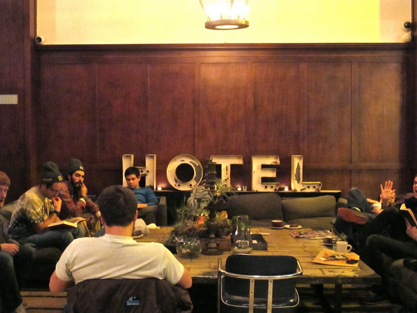 Le lobby de l'hôtel Ace, fréquenté par les hipsters, a Portland (Marie-Claude Lortie, La Presse)