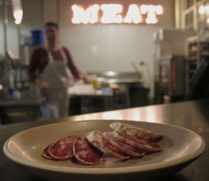 Du saucisson au restaurant Provisions dans un ancien secteur industriel a Portland (Marie-Claude Lortie, La Presse)