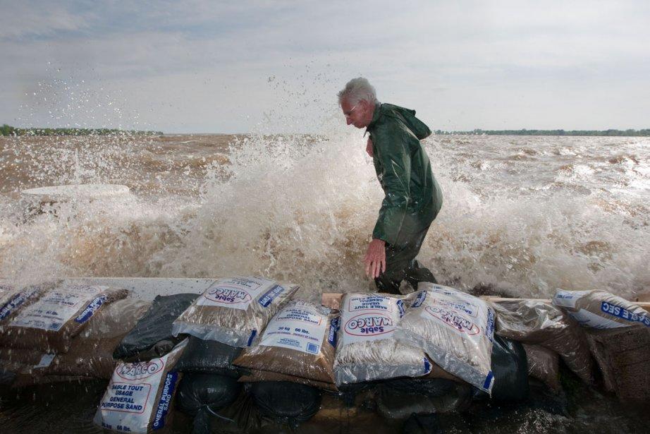 Le 22 mai dernier, de fortes vagues frappaient... (Photo: Hugo-Sebastien Aubert, La Presse)