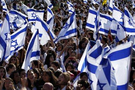 De jeunes Israéliens célèbrent ce mercredi le Yom... (Photo: Reuters)