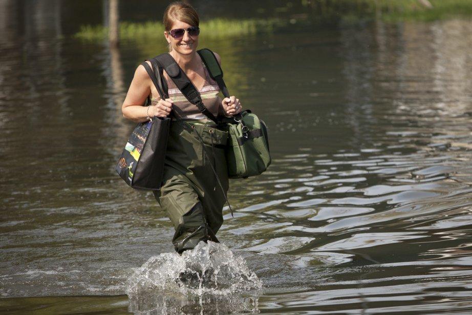 Cette femme fait contre mauvaise fortune bon coeur... (Photo: Olivier Pontbriand, collaboration spéciale)